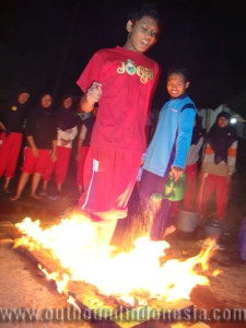 fire walking SMAN 1 Gresik