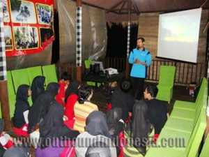 Suasana Indoor Training di Kasembon Rafting