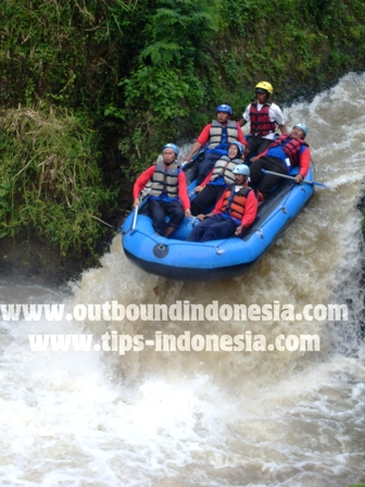 outbound malang, outbound di malang, training outbound malang,  Rafting kasembon, SMKN 5 Surabaya