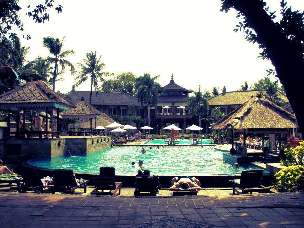 kolam renang hotel sahid gunawangsa, http://tips-indonesia.com, 085755059965