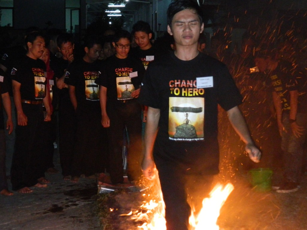 Fire Walking Tawangmangu, www.tips-indonesia.com, 085755059965